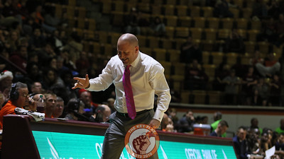 Buzz Williams reacts to a foul called against Charleston Southern late in the game. (Mark Umansky/TheKeyPlay.com)