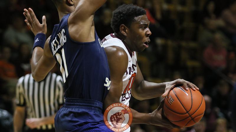 Justin Bibbs gets through the Charleston Southern defense in the first half. (Mark Umansky/TheKeyPlay.com)