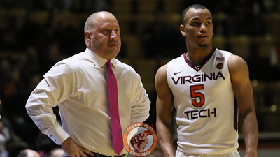 Justin Robinson speaks with head coach Buzz Williams during a break in the action. (Mark Umansky/TheKeyPlay.com)