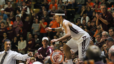 Seth Allen hops back onto the court after chasing a loose ball into the stands. (Mark Umansky/TheKeyPlay.com)