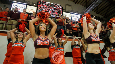 Students and the Virginia Tech Spirit Squads jump to Enter Sandman right before tipoff. (Mark Umansky/TheKeyPlay.com)