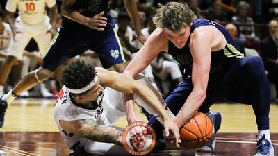 Seth Allen and Georgia Tech's Ben Lammers fight for a loose ball under the Georgia Tech basket. (Mark Umansky/TheKeyPlay.com)