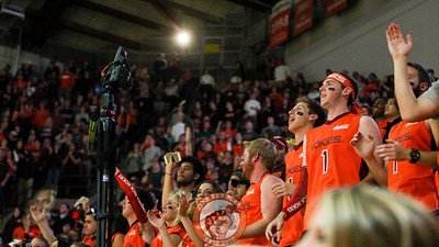 The Cassell Guard gets photographed as they jump up and down to Enter Sandman right before tipoff. (Mark Umansky/TheKeyPlay.com)