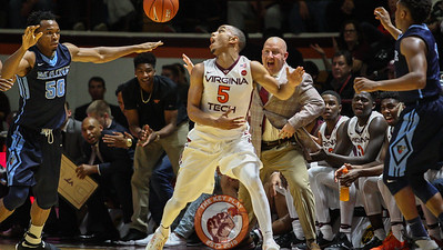 Justin Robinson (5) looks at a loose ball on a Maine possession as head coach Buzz Williams shouts instructions from the sideline right behind. (Mark Umansky/TheKeyPlay.com)