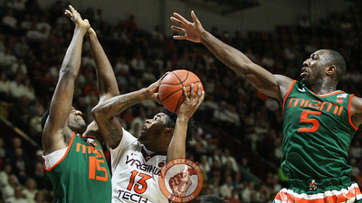 Ahmed Hill is defended by two Miami players on a layup attempt. (Mark Umansky/TheKeyPlay.com)