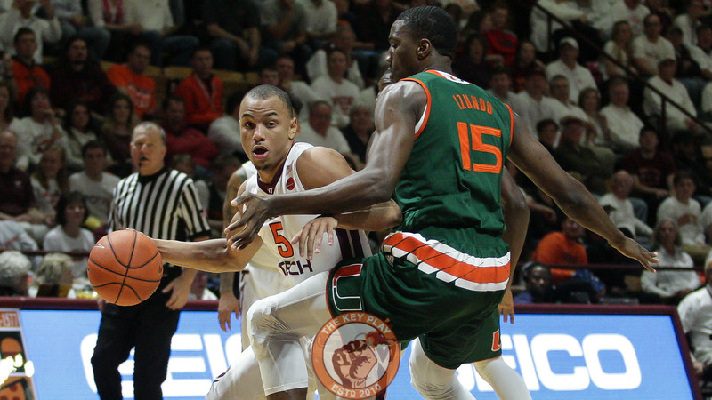 Justin Robinson dribbles around Miami's Ebuka Izundu. (Mark Umansky/TheKeyPlay.com)