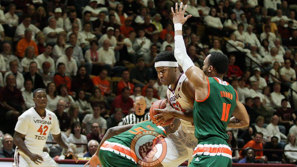 Zach Leday drives towards the basket in the first half. (Mark Umansky/TheKeyPlay.com)