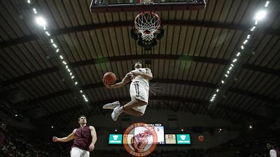 Tyrie Jackson jumps up to dunk the ball during pregame warmups. (Mark Umansky/TheKeyPlay.com)