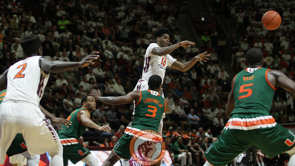 Ahmed Hill fires off a jump pass in the second half. (Mark Umansky/TheKeyPlay.com)