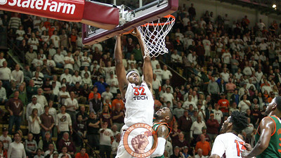 Zach Leday reaches up for a slam dunk in the second half. (Mark Umansky/TheKeyPlay.com)