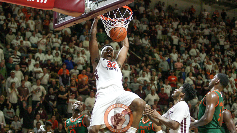 Zach Leday slam dunks the ball in the second half. (Mark Umansky/TheKeyPlay.com)