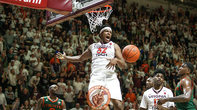Zach Leday yells after he dunks the ball. (Mark Umansky/TheKeyPlay.com)