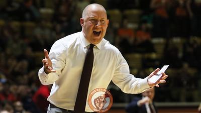 Head coach Buzz Williams voices his displeasure with a foul call against the Hokies. (Mark Umansky/TheKeyPlay.com)