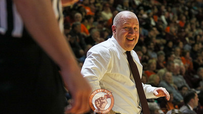 Buzz Williams laughs at a referee after a quick chat during a break in the action. (Mark Umansky/TheKeyPlay.com)