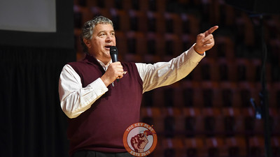 Virginia Tech Network Analyst Mike Burnop gets the crowd fired up prior to the basketball team being introduced (Michael Shroyer/TheKeyPlay.com)