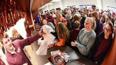 Virginia Tech fans swarm the promotions booth handing out free quote t-shirts. (Michael Shroyer/TheKeyPlay.com)