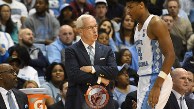 North Carolina Tar Heels head coach Roy Williams looks on as North Carolina Tar Heels forward Isaiah Hicks (4) is substituted from the game. (Michael Shroyer/ TheKeyPlay.com)