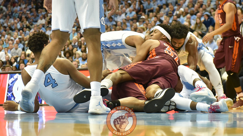 Virginia Tech Hokies forward Zach LeDay (32) drives on top of the pile attempting to grab a loose ball. (Michael Shroyer/ TheKeyPlay.com)