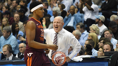 Virginia Tech Hokies head coach Buzz Williams yells at forward Zach LeDay (32) to get back into the game after mistakenly leaving the court. (Michael Shroyer/ TheKeyPlay.com)
