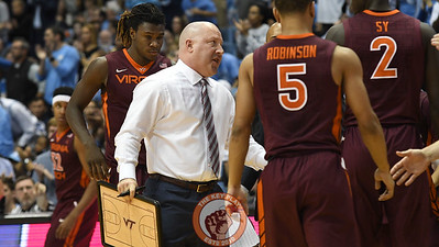 Virginia Tech Hokies head coach Buzz Williams instructs his team during a second half timeout. (Michael Shroyer/ TheKeyPlay.com)