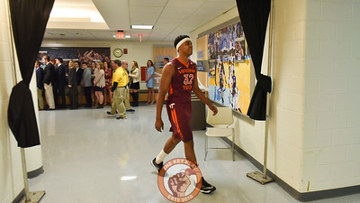 Virginia Tech Hokies forward Zach LeDay (32) walks toward locker room during halftime. (Michael Shroyer/ TheKeyPlay.com)