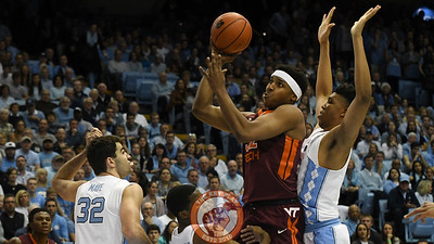 Virginia Tech Hokies forward Zach LeDay (32) muscles his way to the basket. (Michael Shroyer/ TheKeyPlay.com)