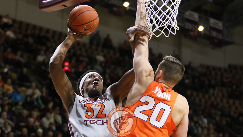 Zach Leday goes up for a slam dunk in the first half. (Mark Umansky/TheKeyPlay.com)