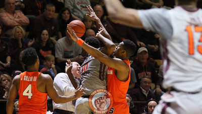 Justin Bibbs (10) reacts as the ball is knocked away from him and towards head coach Buzz Williams. (Mark Umansky/TheKeyPlay.com)