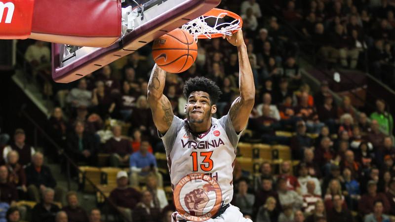 Ahmed Hill slams down a dunk in the second half. (Mark Umansky/TheKeyPlay.com)
