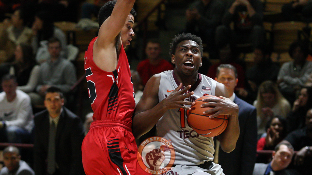 Justin Bibbs picks up his dribble on his way to the basket. (Mark Umansky/TheKeyPlay.com)