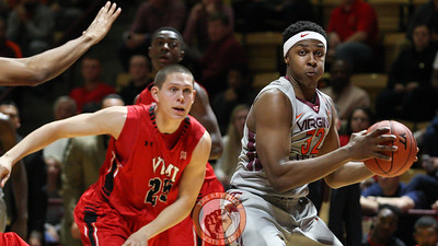 Zach Leday picks up his dribble to look for a pass in the first half. (Mark Umansky/TheKeyPlay.com)