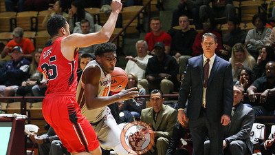 Justin Bibbs tries to dribble past a VMI defender as VMI head coach Dan Earl looks on. (Mark Umansky/TheKeyPlay.com)