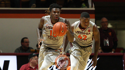 Chris Clarke (15) and Ty Outlaw (42) run up the court after a defensive rebound. (Mark Umansky/TheKeyPlay.com)