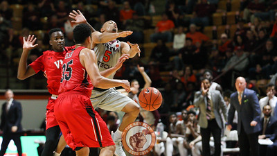 Justin Robinson is fouled as he attempts a shot in the first half. (Mark Umansky/TheKeyPlay.com)