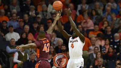 Virginia Tech Hokies guard/forward Ty Outlaw (42) defends the shot attempt by Virginia Cavaliers guard Marial Shayok (4). (Michael Shroyer/ TheKeyPlay.com)