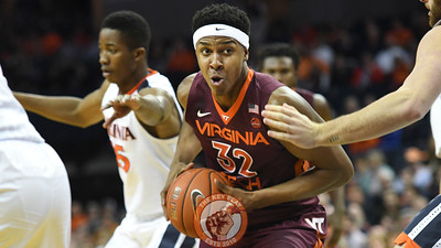 Virginia Tech Hokies forward Zach LeDay (32) drives to the basket. (Michael Shroyer/ TheKeyPlay.com)