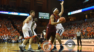 Virginia Tech Hokies forward Zach LeDay (32) looks for shooting room. (Michael Shroyer/ TheKeyPlay.com)