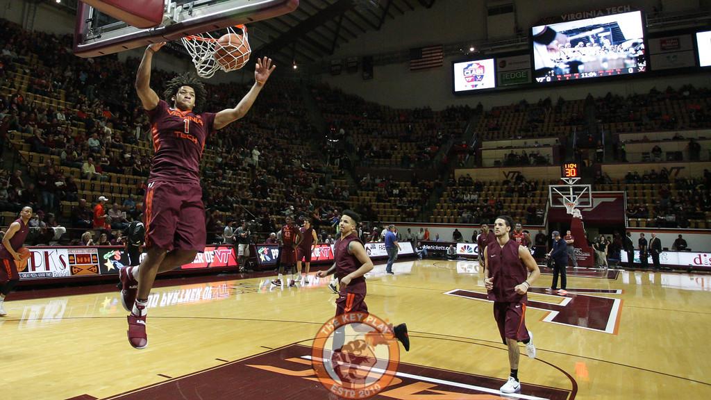 Tyrie Jackson slams home a dunk during pre-game warmups. (Mark Umansky/TheKeyPlay.com)