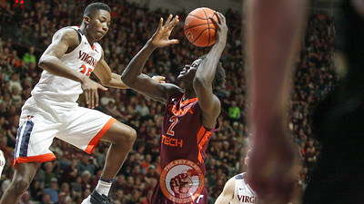 Khadim Sy looks up towards the basket as UVa's Mamadi Diakite tries to block him. (Mark Umansky/TheKeyPlay.com)
