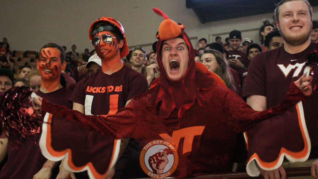 A member of the Cassell Guard yells right before tip off. (Mark Umansky/TheKeyPlay.com)