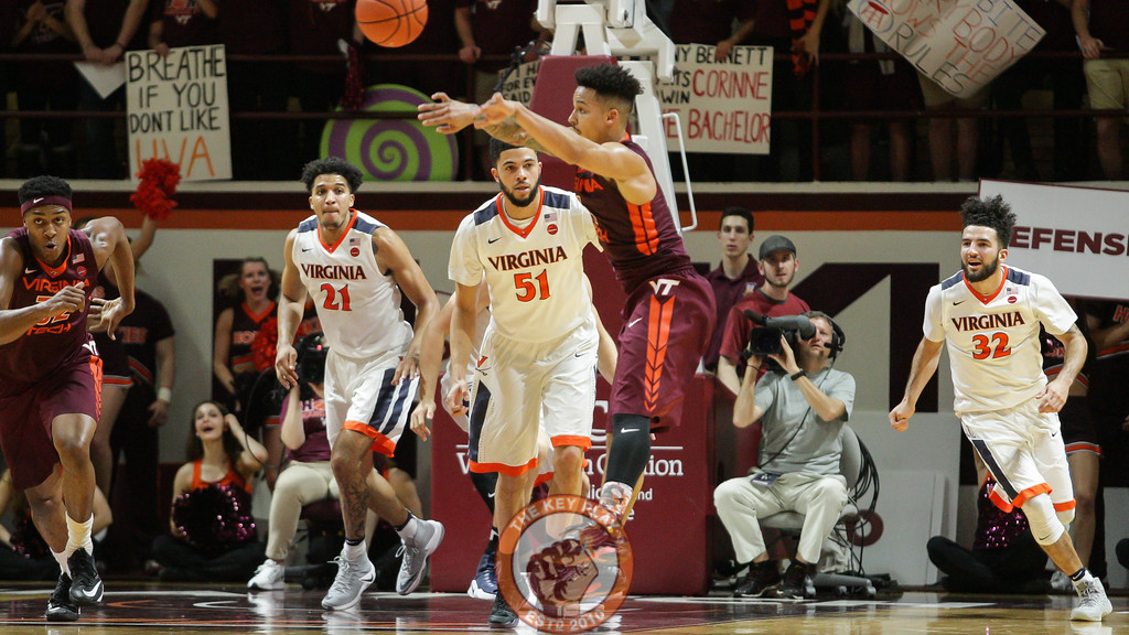 Seth Allen fires off a quick pass after a UVa turnover in the second half. (Mark Umansky/TheKeyPlay.com)