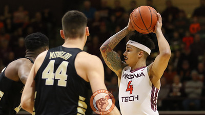 Seth Allen looks for a pass in the first half. (Mark Umansky/TheKeyPlay.com)