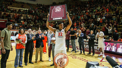 Zach LeDay holds up a framed jersey during Senior Day festivities. (Mark Umansky/TheKeyPlay.com)