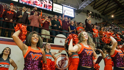 The Virginia Tech Spirit Squads and fans in the seats jump up and down to Enter Sandman right before tipoff. (Mark Umansky/TheKeyPlay.com)