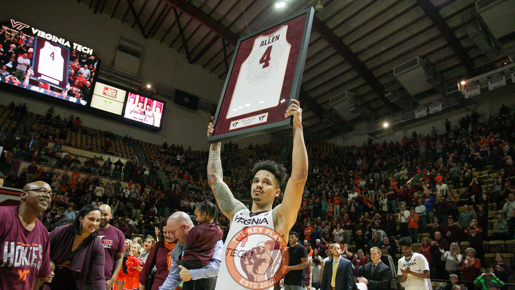 Seth Allen holds up a framed jersey for the Cassell crowd. (Mark Umansky/TheKeyPlay.com)
