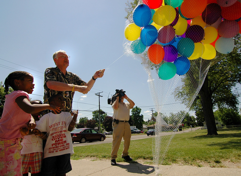 . 7-year-old Scottia Marion of Pontiac(left), 6-year-old Naomi Smith of Pontiac and 5-year-old Isaac Smith of Pontiac help release baloons into the sky. The school district of the City of Pontiac along with Johnson controls released baloons anouncing a plan to improve more then 20 district buildings.  Special to Oakland Press/ ERIN MASH