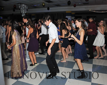 19 L HMCMNG DANCE 0121