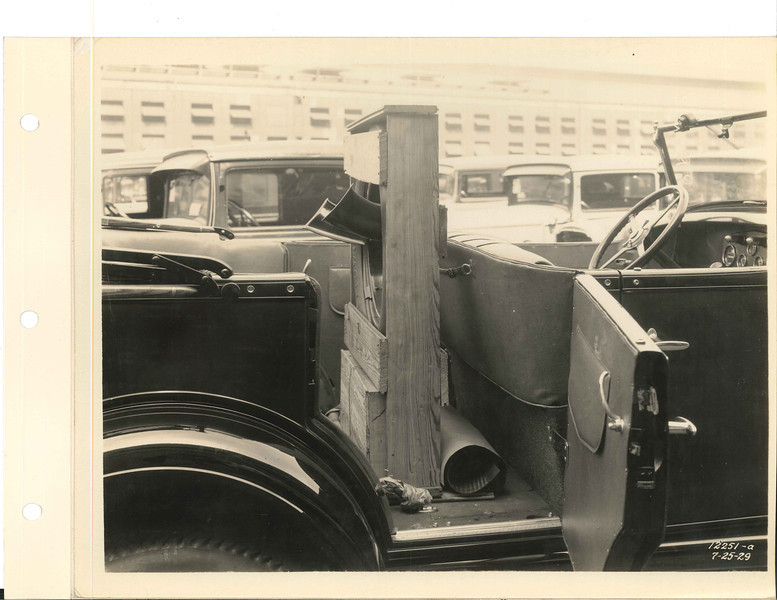 Likely a 1930 touring car.  Circa 1929 Buick Factory Photos - From The Buick Gallery, Flint, MI, USA.