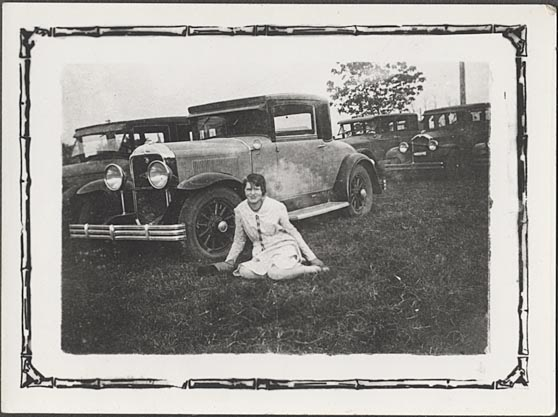 29 Buick Coupé and pretty girl