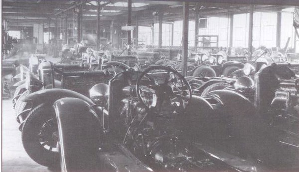 1929 running gear at Flxible plant